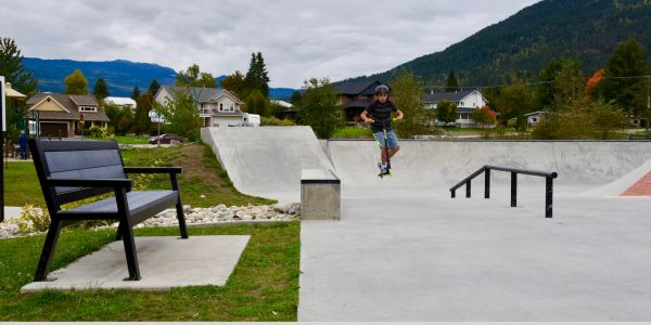 Wishbone Rutherford Bench at the Skateboard Park in Revelstoke BC (1)