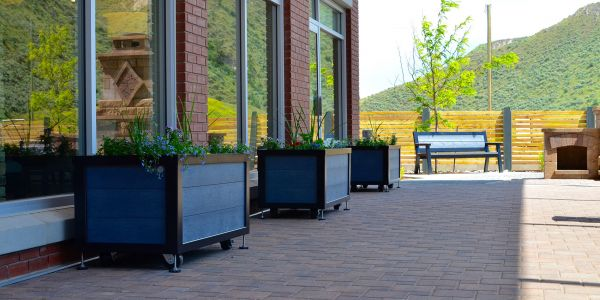 Wishbone-Custom--2-x-4-Rutherford-Planter-Boxes-at-The-Residence-at-Orchards-Walk-in-Kamloops-BC